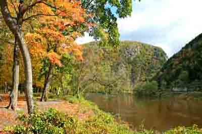 delaware water gap singles The delaware water gap is a national recreation area located on the border of new jersey and pennsylvania along the delaware river the delaware water gap is a .